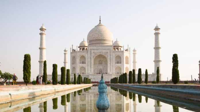 White marble mausoleum: the Taj Mahal in Agra, northern India.  (Photo: Adobe Stock / Manoj)