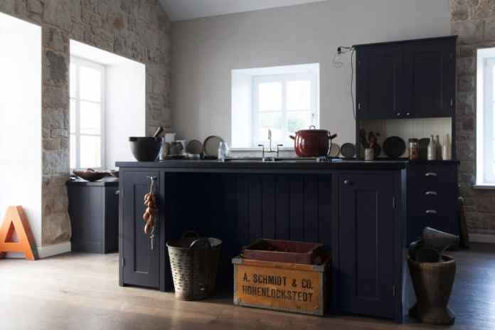 The Normandy style is based on the harsh environmental influences: it is rougher, more rustic, simpler and often darker - but no less beautiful.  (Photo: woodworker kitchens)