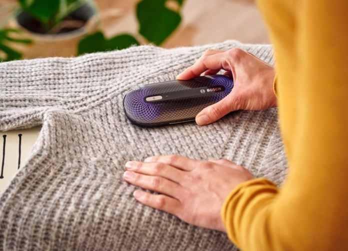 """Der Bosch """"FreshUp"""" ist ein besonderes Highlight: mittels Plasmatechnologie lassen sich selbst empfindliche Kleidungsstücke, z.B. aus Wolle oder Leinen, einfach und hygienisch auffrischen. (Foto: Bosch)"""