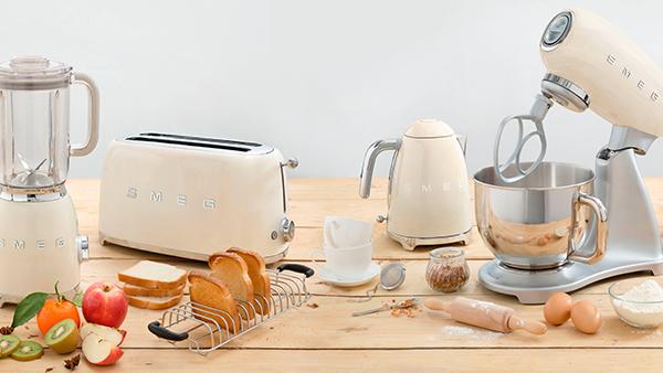 Smeg küchengeräte in creme