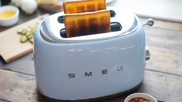 Smeg Toaster in pastellblau