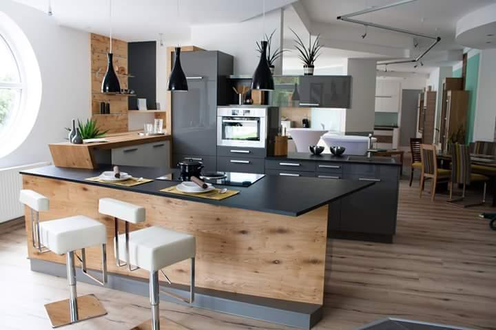 Idee Für Eine Schwarze Küche In U Form Mit Bar Aus Holz