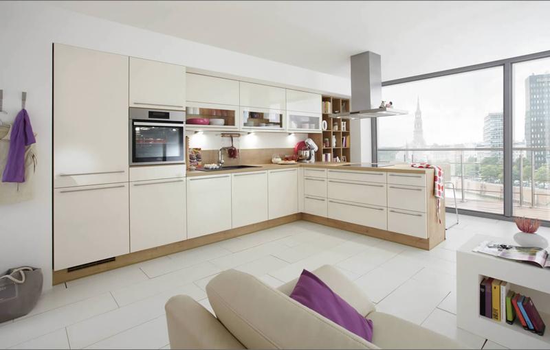 Eine offene Küche muss genug Stauraum bieten und aufgeräumt sein.