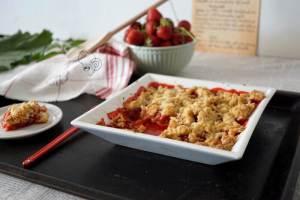 Erdbeere küsst Rhabarber – Crumble