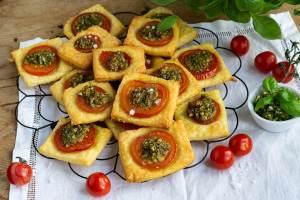 Tomaten Quadrate mit falschem Blätterteig