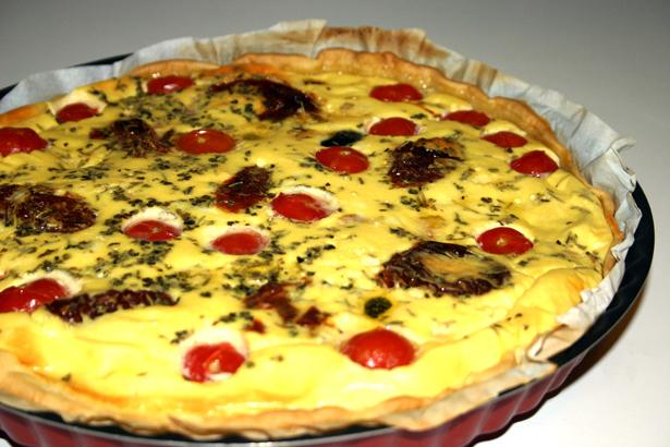 La quiche au thon et aux tomates confites