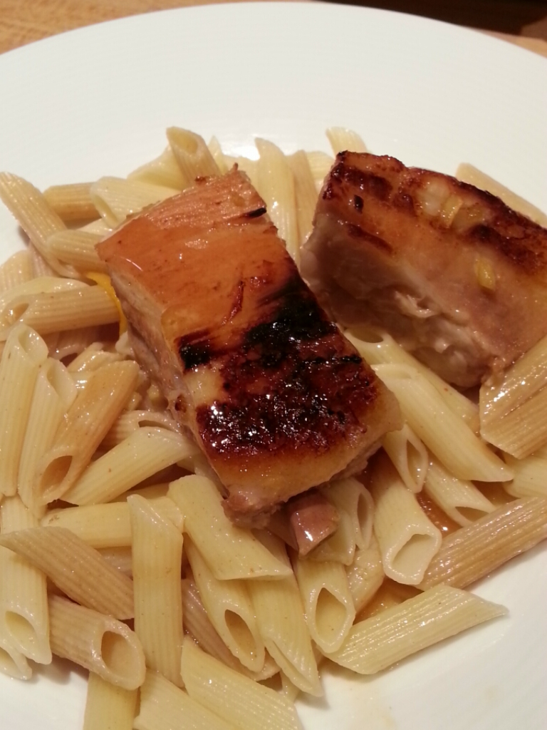 Travers de porc laqué au miel et gingembre