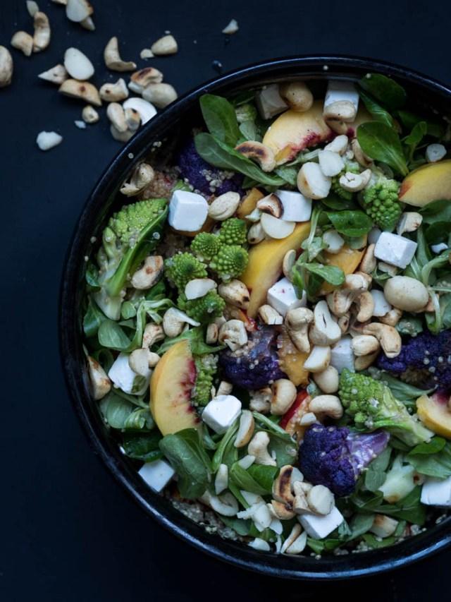 kvinoa -kukkakaalisalaatti
