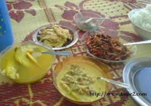 masak lemak kulat sisir, daging lada hitam, telur dadar dan ikan lampam sayur bening