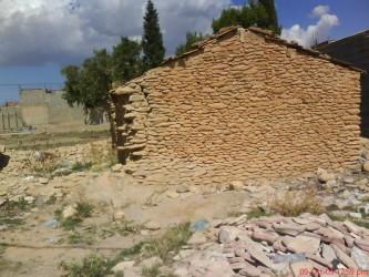rumah  tradisi yang di bina dengan tanah