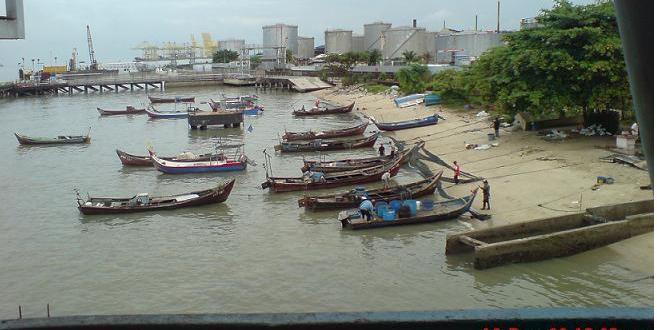 Perahu Naga Sekolah Menengah Kebangsaan Chung Ling Terbalik