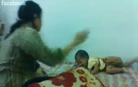 ibu dera anak dalam video youtube