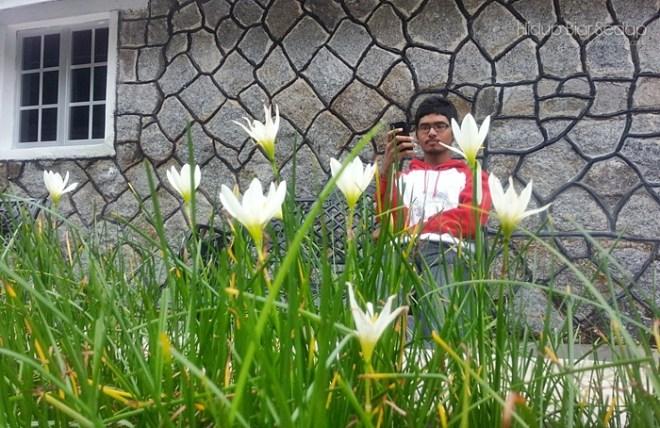 lelaki dan bunga