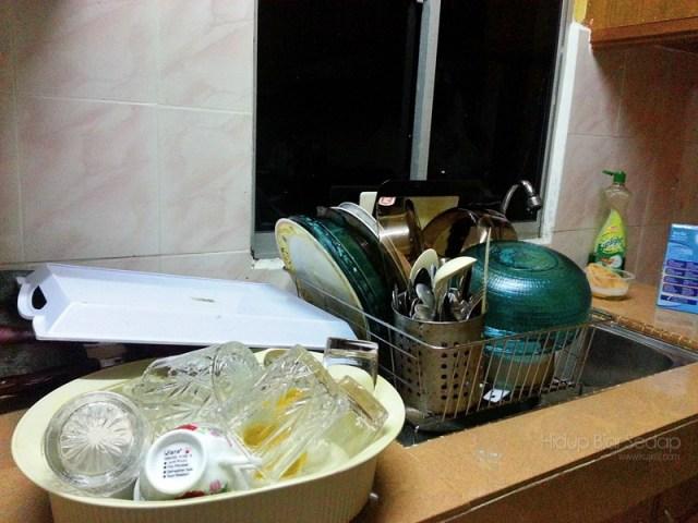 membasuh pinggan mangkuk