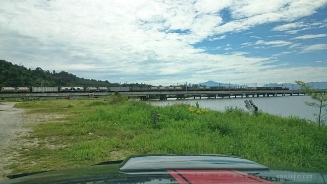 Jambatan kereta api Bukit Merah
