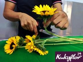 DIY: Canasta de Pascua, prepara los girasoles y el follaje