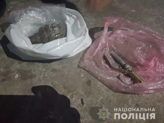 У Червонограді правоохоронці вилучили у місцевого мешканця гранату Ф-1 та боєприпаси