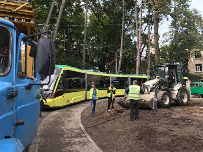 Вулицею Личаківською у Львові поїхав трамвай