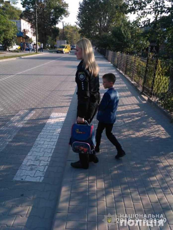 У школах Львівщини відбувся урок з поліцейським