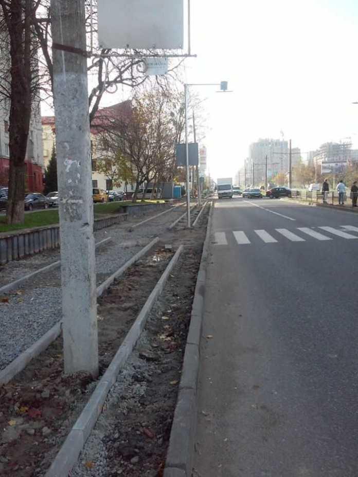 У Львові на Княгині Ольги будують велодоріжку