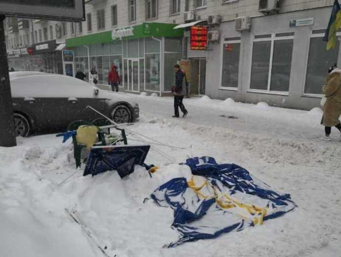 У Києві напали на агітаційний намет