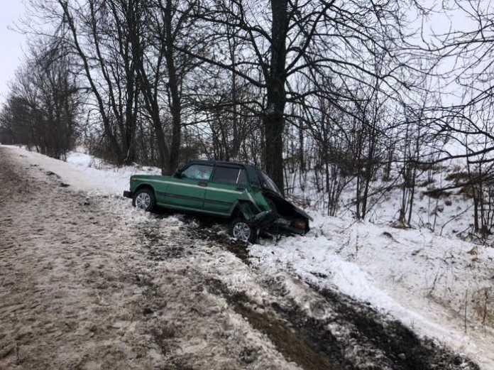 На Львівщині внаслідок ДТП перекинувся автомобіль