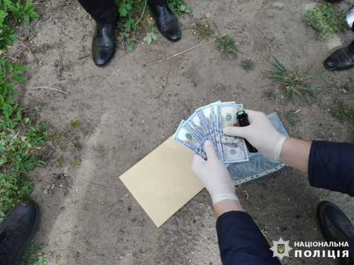 Сільський голова на Львівщині вимагав 5 тисяч доларів хабара