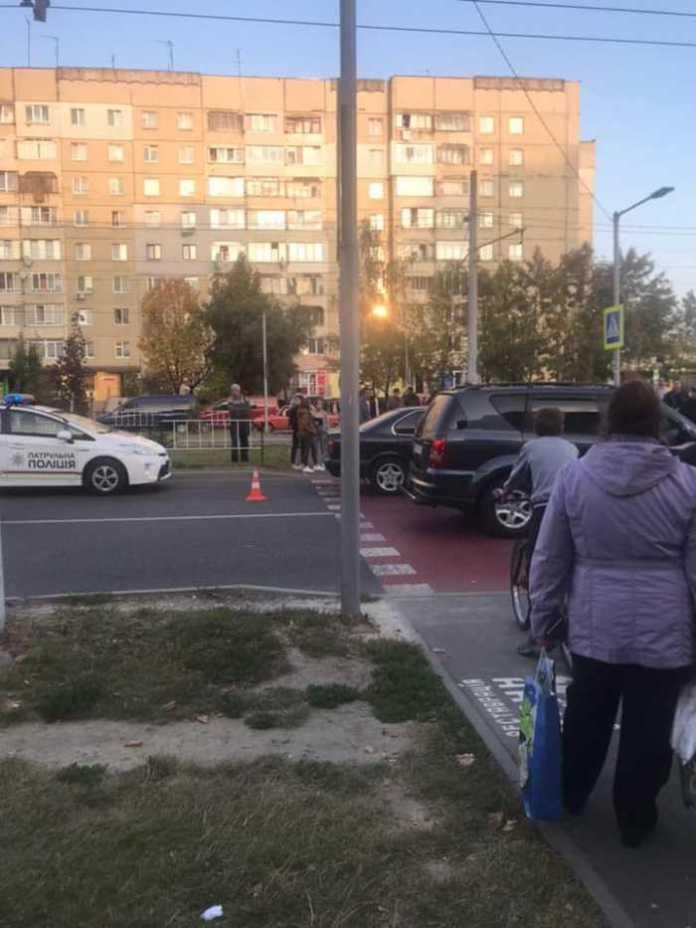 У Львові на Сихові збили дівчину на пішохідному переході. Фото Варта-1