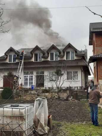 У Дублянах ледь не згорів будинок . Фото: Іго Зінкевич.