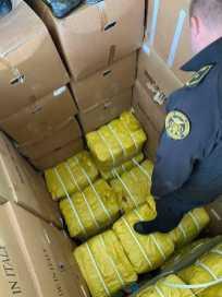 На кордоні із Польщею вилучили понад 1000 пар контрабандного взуття. Фото: Галицька митниця.