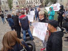 У Львові під вікнами Садового встановили палаткове містечко та принесли шини, фото 4studio