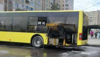У Львові вигорів рейсовий автобус, фото ДСНС Львівщини