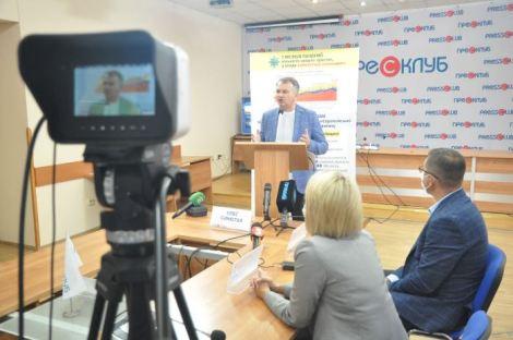 Сім місяців пандемії: кількість хворих росте, а влада займається «схемами»: Олег Синютка і Олег Дуда