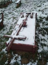 На Жовківщині вчинили акт вандалізму на цвинтарі, фото із спільноти Кунин online