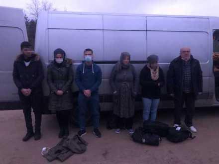 Біля кордону на Львівщині затримали автомобіль з групою нелегалів