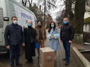 У лікарні Львівщини, Прикарпаття та Буковини привезли кисневе обладнання від Порошенка