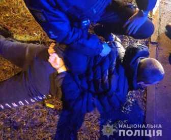 У Львові перехожий погрожував патрульним зброєю