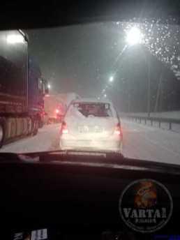 На під'їздахдо Львова призупинений рух великовагового транспорту, фото Варта-1