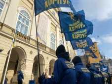 У Львові біля міської ради «повісили» Тараса Козака, фото Національний корпус у Львівській області