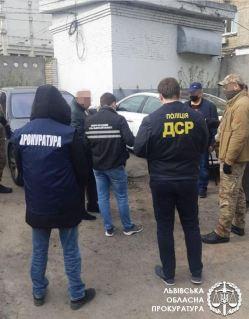 У Львові на хабарі у 10 тисяч доларів затримали високопосадовця облдержадміністрації
