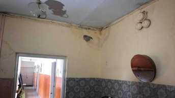 На Львівщині через затікання води у приміщення руйнується школа. Фото: Суспільне Львів