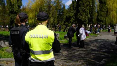 У Львові забезпечили правопорядок під час покладання квітів до військових меморіалів, фото ГУ НП Львівщини