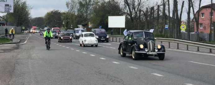 На Львівщині відбувся автопробіг за участі 70 ретромашин