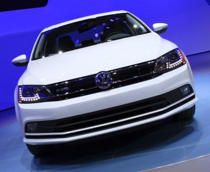 2015-volkswagen-jetta-hybrid-2014-new-york-auto-show_100464306_l