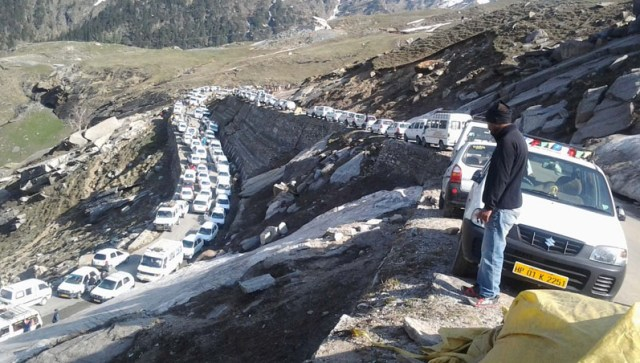 Traffic jam in Manali in June