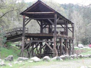 Sutters Mill, koko maailman vallanneen kultakuumeen alkupiste vuodelta 1848.
