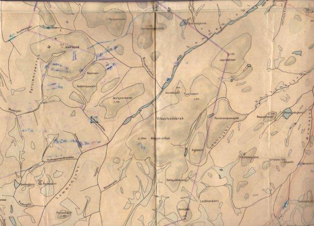 Ote Lemmenjoen taloudellisesta kartasta 1:100 000. Tämä oli oppaana vaelluksella Laanilasta Lemmenjoelle. Klausin lainaama kartta takavarikoitiin Petronellalta  ja liitettiin todistuaineiston joukkoon. Tähän karttaa on myöhemmin piirretty kansallispuiston suunnitellut rajat.