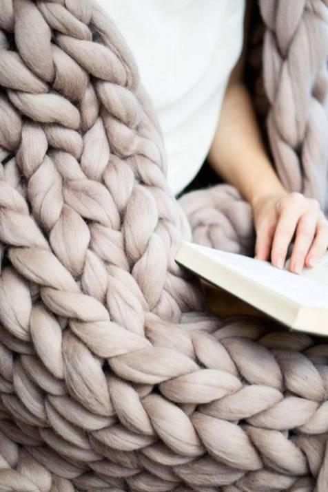 Chunky knit blanket (Etsy/EzraJCo)