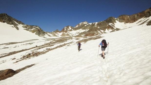 Auch auf einer Alpenüberquerung über das Niederjoch lässt sich ein Abstecher zur Ötzi-Fundstelle perfekt einbauen.