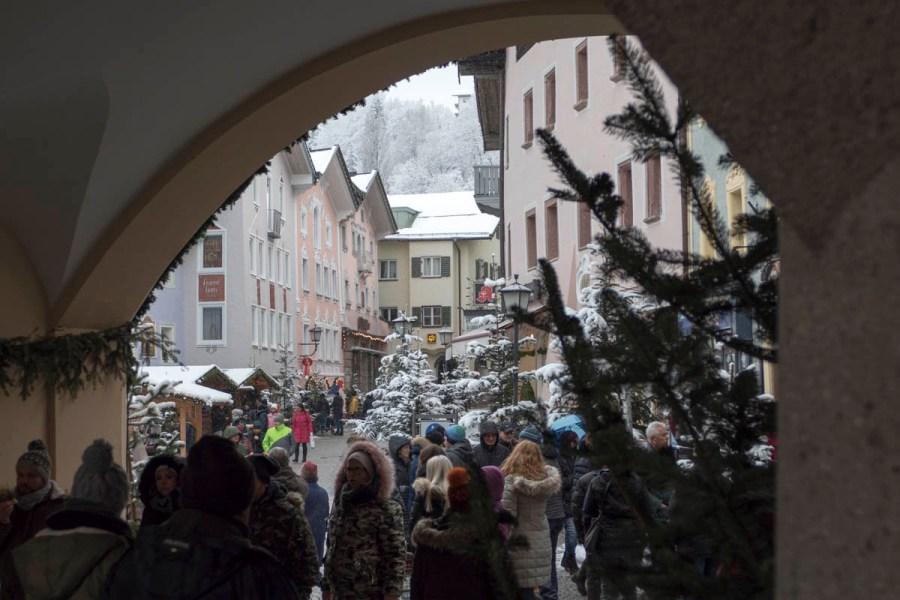 Zwischen historischen Bürgerhäusern.